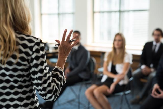 お客様満足度アップのためのビジネスマナー講習。基本の「き」